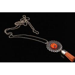 Collier long avec pendentif ethnique à pompon